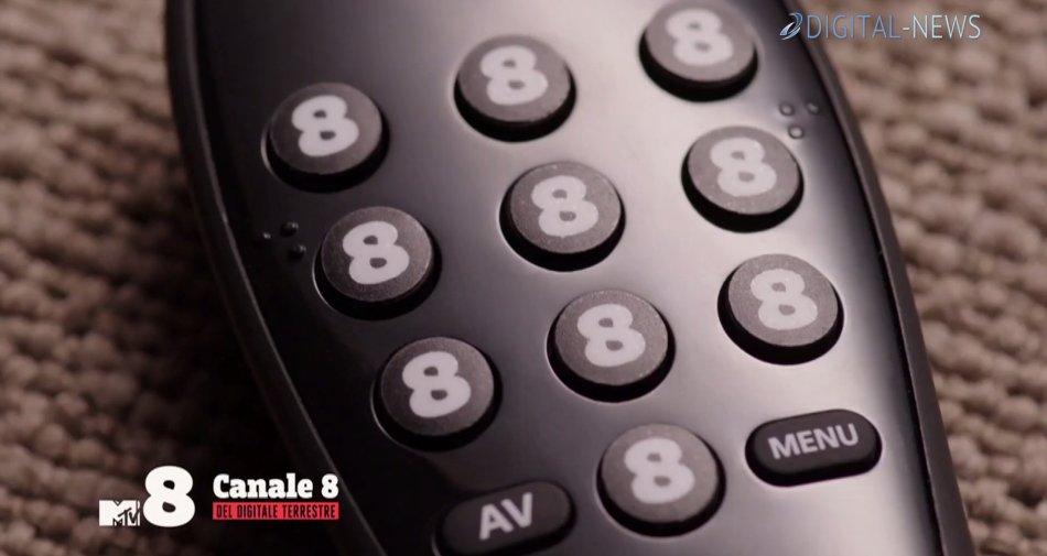 #VedraiSolo8, la giornata di Claudio Bisio nel restyling grafico Sky di MTV8