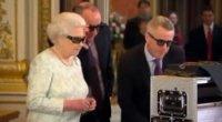La regina Elisabetta II quest'anno fa gli auguri di Natale in 3D