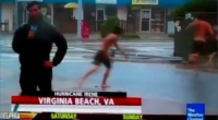 Urugano Irene, streaker in diretta su ''The Weather Channel''