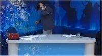 Grecia, irruzione nello studio tv: uova e yogurth contro il presentatore