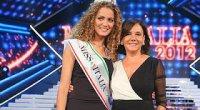 Giusy Buscemi, 19 anni è Miss Italia 2012, il video della sua incoronazione