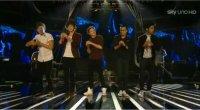 Gli One Direction a X Factor Italia con Live While We're Young