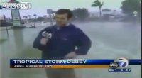 'Live' dal temporale, passa l'auto: il reporter fa la doccia