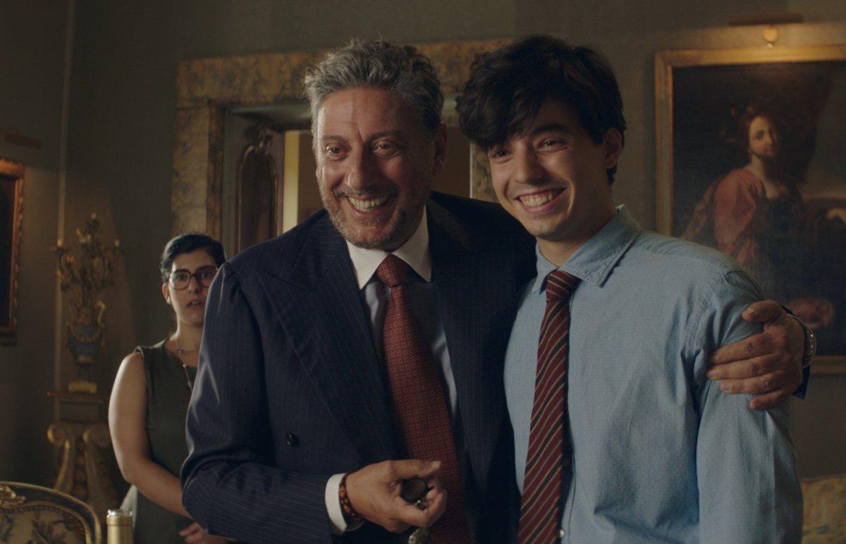 Sky Cinema    stasera la prima tv de «Il Tuttofare» con Sergio Castellitto