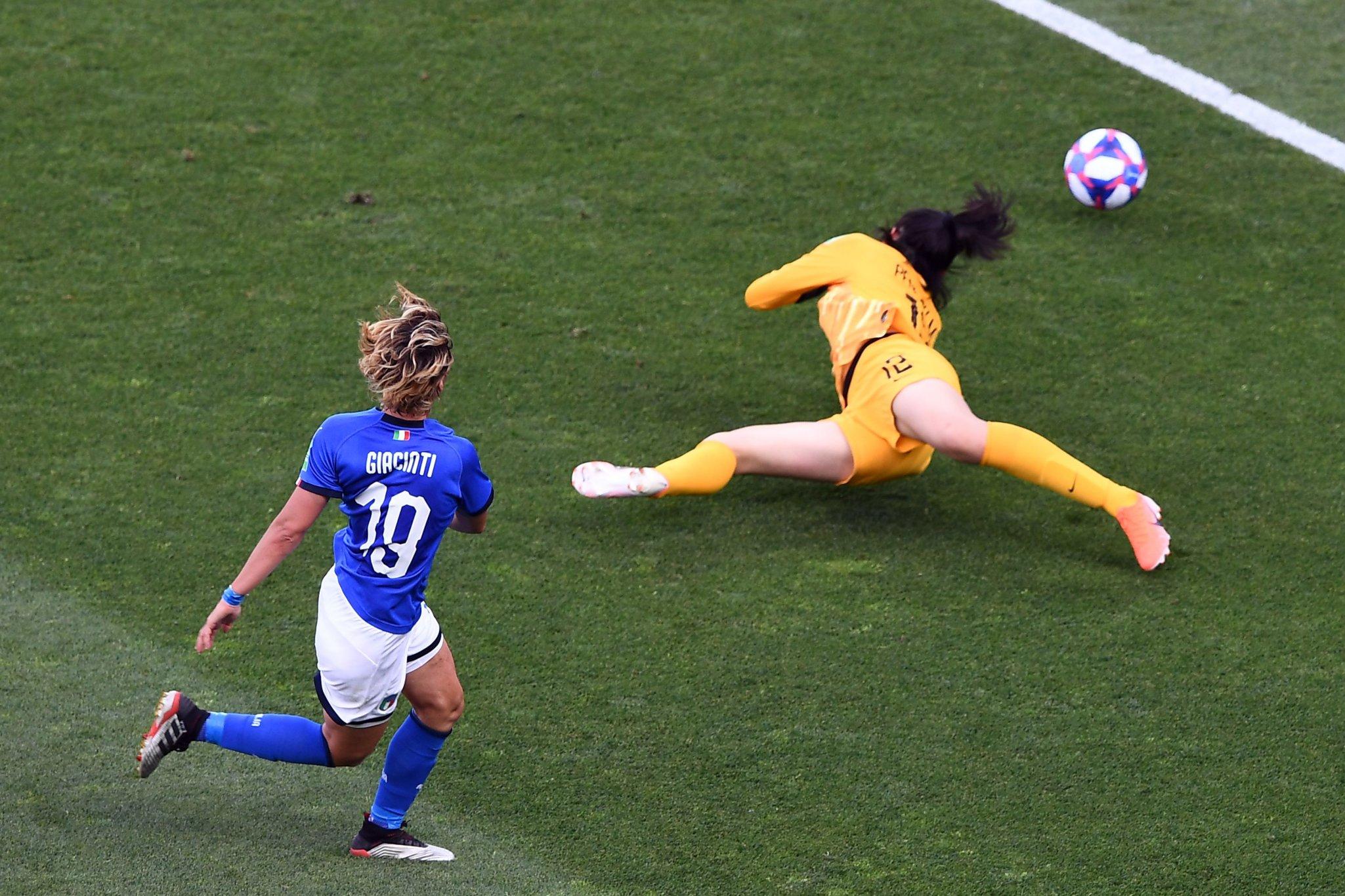 Italia continua a sognare davanti alla tv con le #RagazzeMon