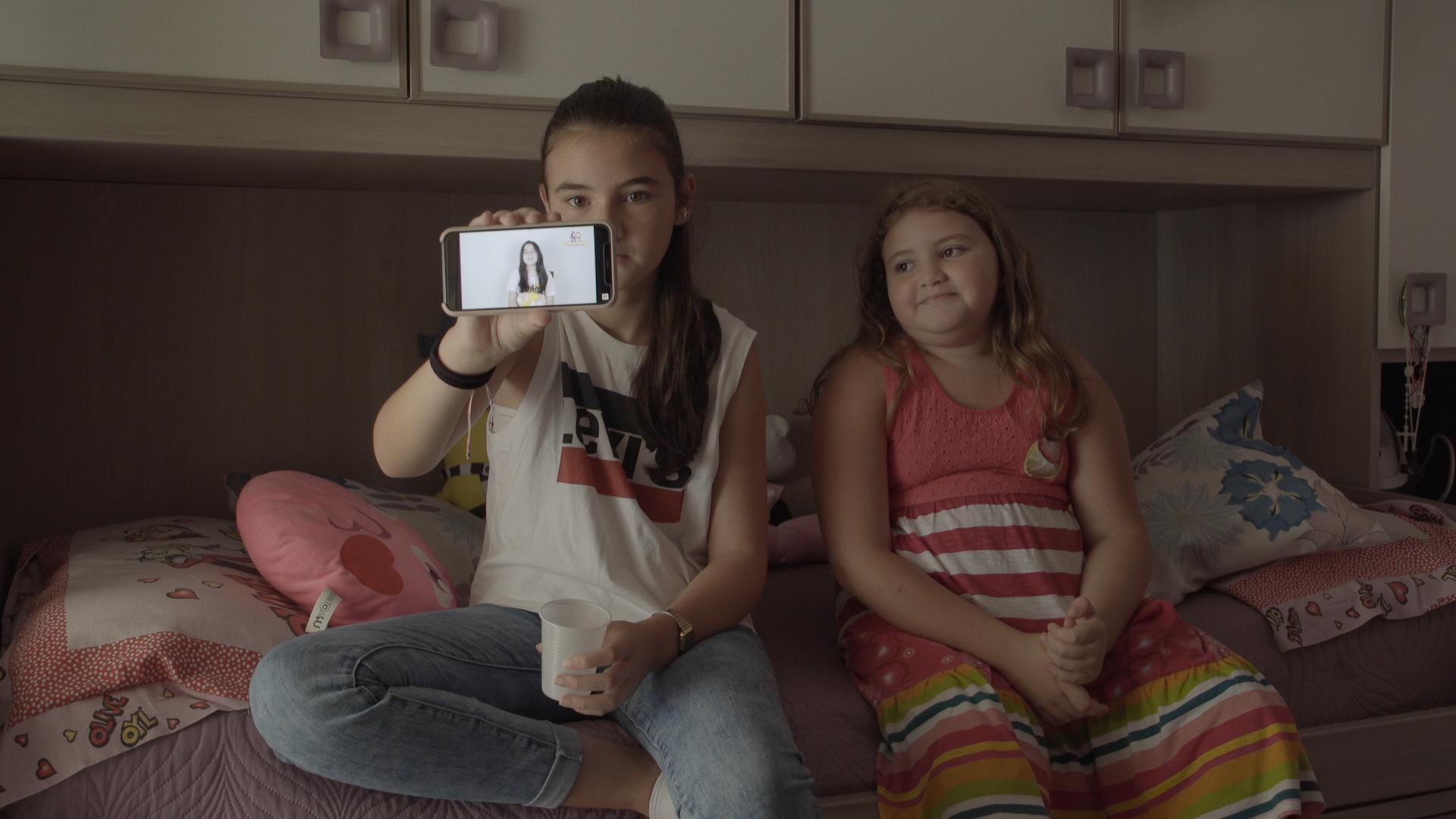 Marghe e Giulia, su Sky Atlantic la crescita di due baby Youtuber