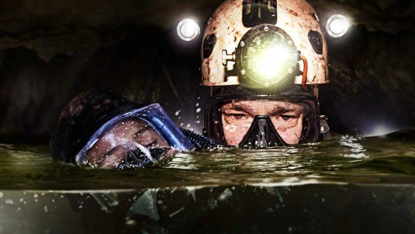 Sabato 10 Luglio 2021 Sky e Premium Cinema, The Cave - Acqua alla gola