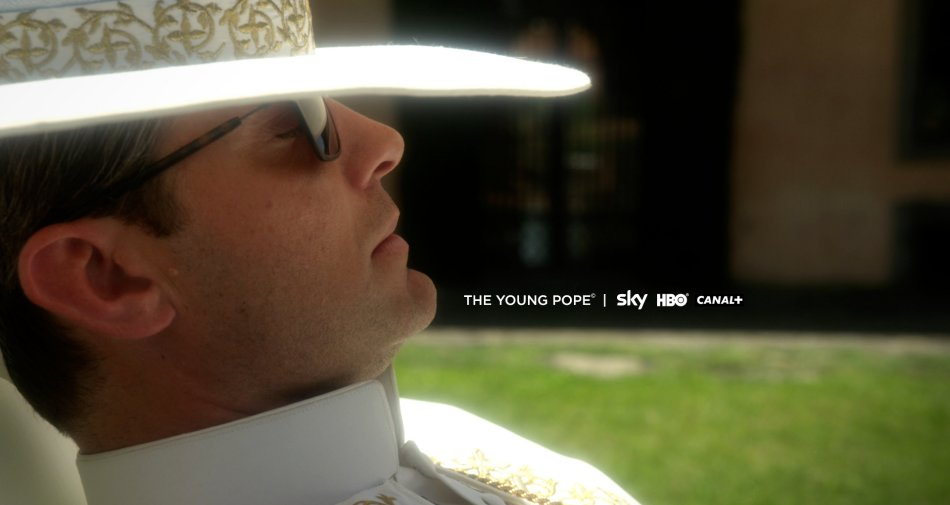 Da Young Pope a The Crown, le 12 serie tv top in autunno. Cast stellari da Law a Stone