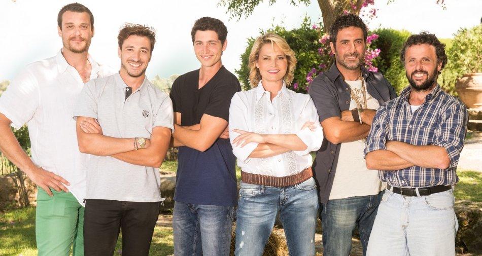 In chiaro su Tv8 la prima stagione del «Contadino Cerca Moglie» condotto da Simona Ventura
