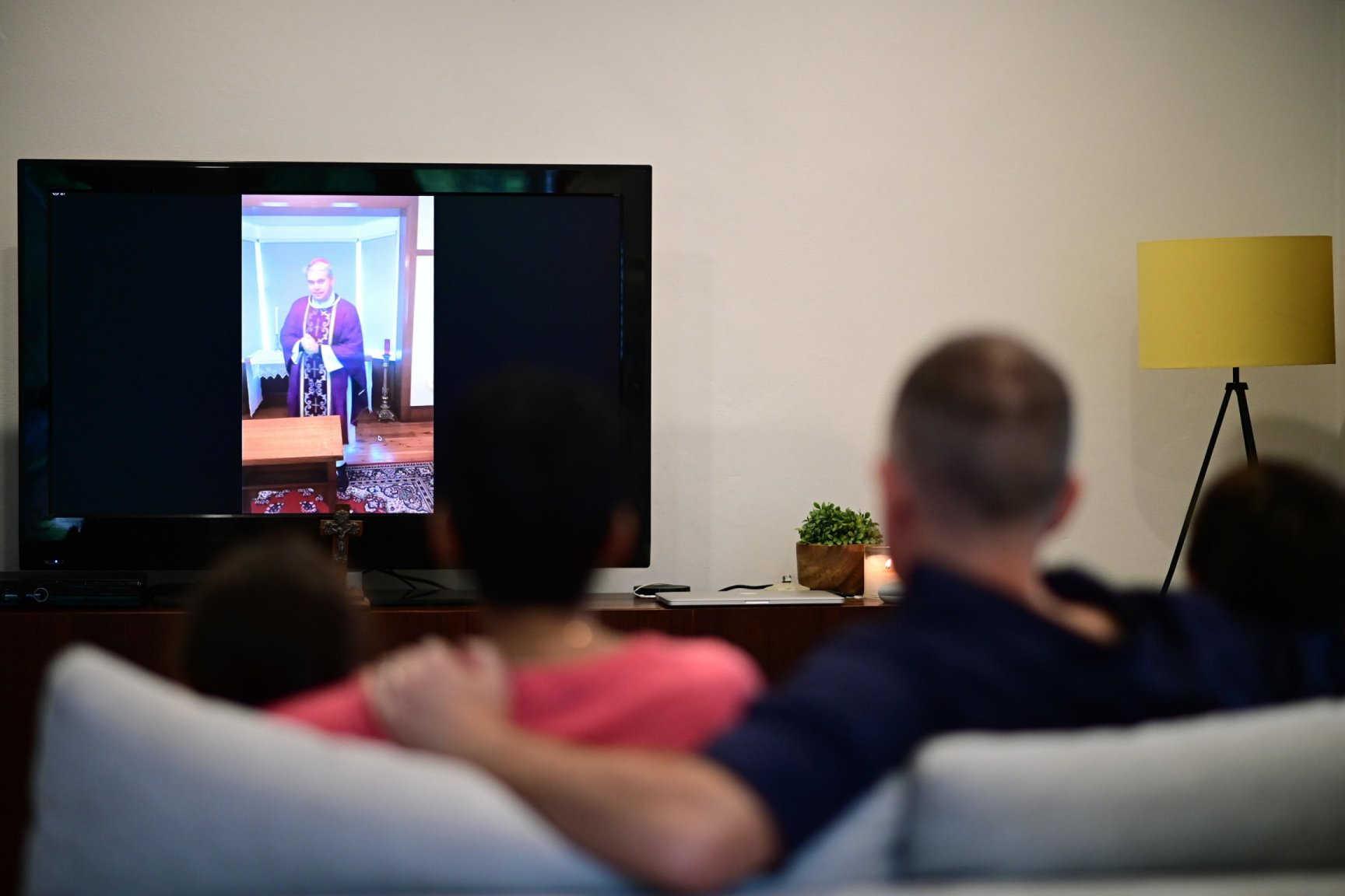Smart tv, ben 22 milioni la usano. Ascolto in lieve calo ma sopra 11 mln
