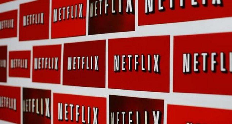 La Rivoluzione di Ottobre, in Italia arriva NetFlix. Sky e Mediaset (per ora) alla finestra
