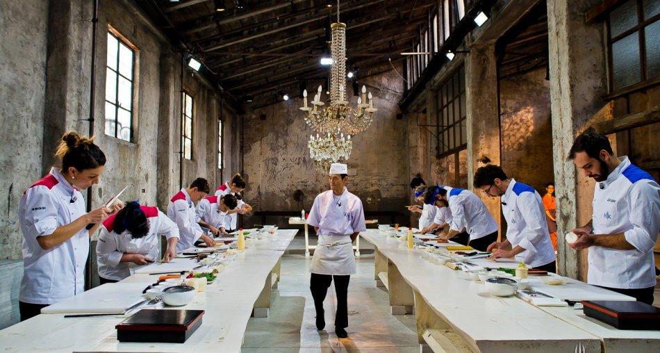 Hell's Kitchen, ieri sera su Sky Chef Cracco in un tour di sapori da tutto il mondo