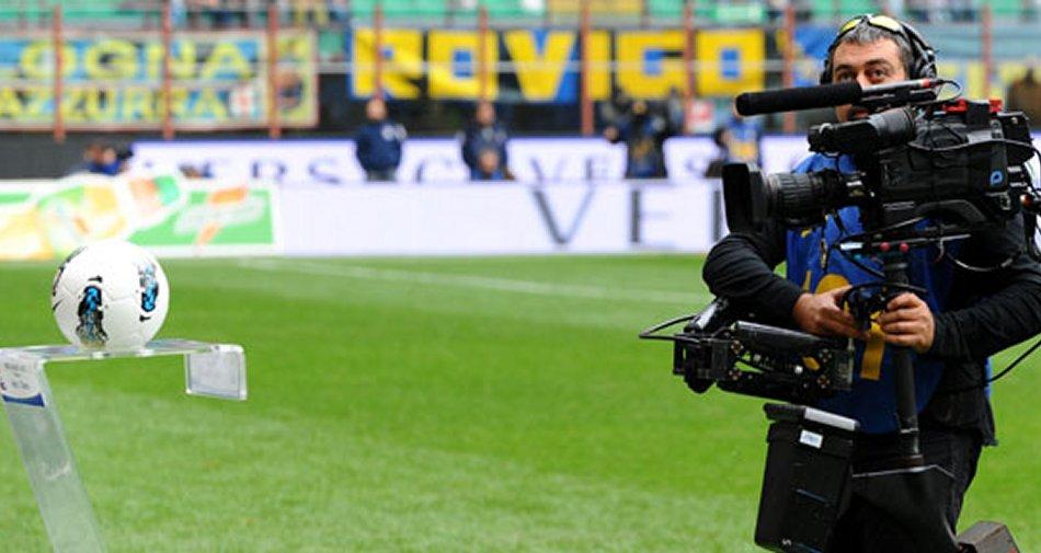 E' già febbre da calcio: su Sky, Mediaset e Rai novità e valzer di opinionisti