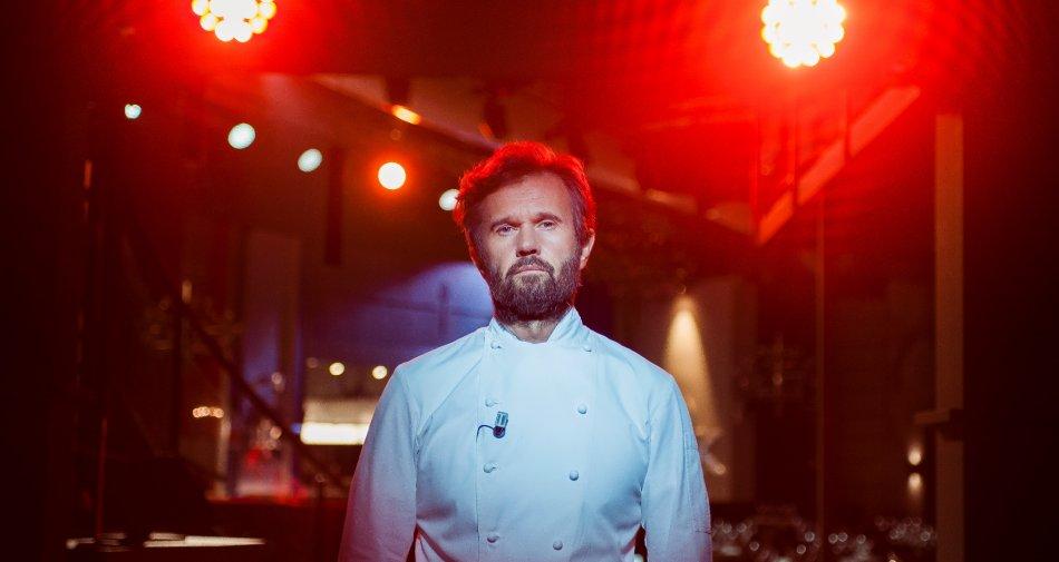 Nel martedì di Sky Uno si accendono i fornelli di Hell's Kitchen Italia con Carlo Cracco