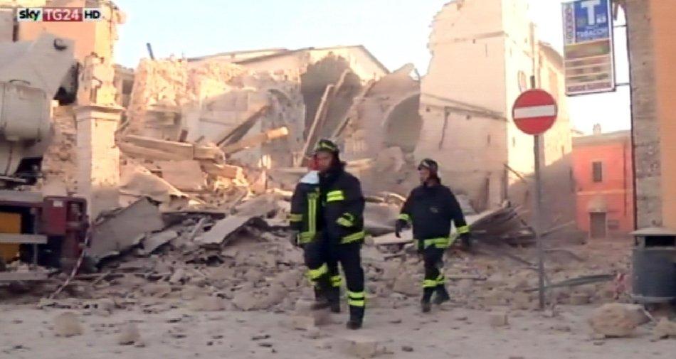 Di Bella (Rai News) si scusa: «Le immagini del terremoto erano riprese Sky TG24 HD».