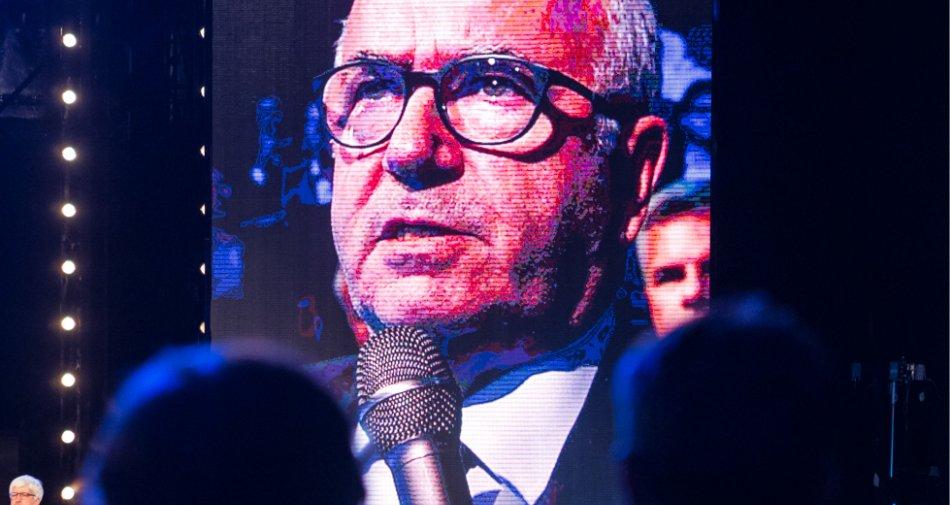 Tavecchio: «La Serie A è un grande show, le tv lo devono pagare»