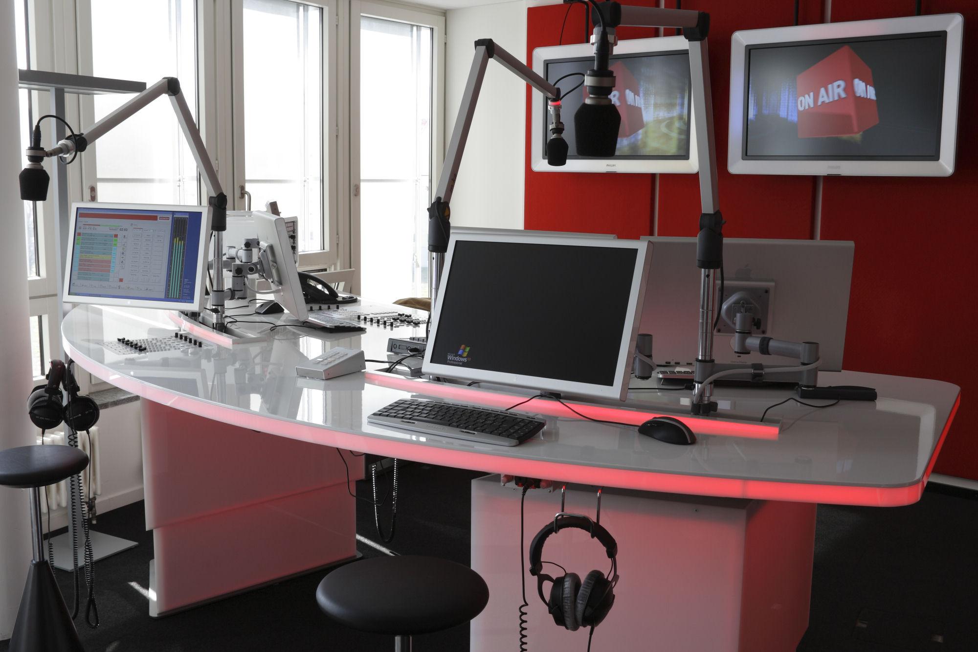 RadioMediaset acquista il 100% delle azioni di Radio Monte Carlo