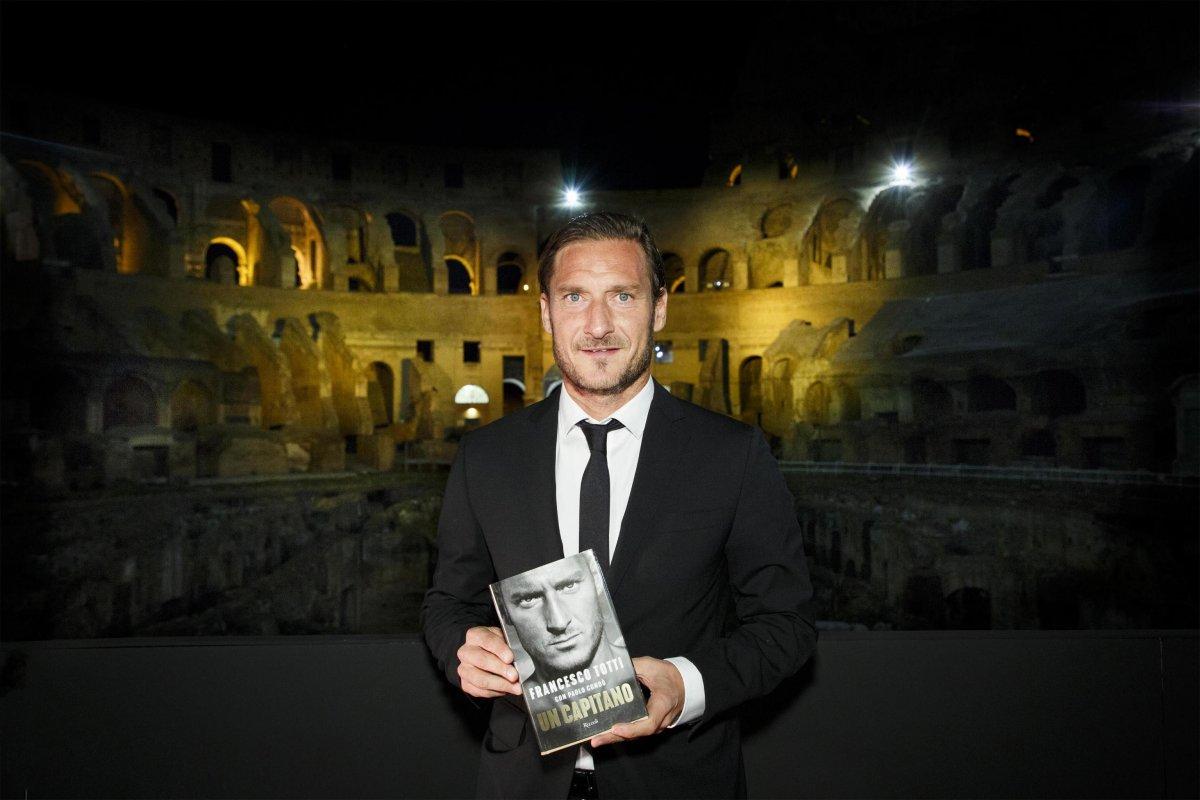 Un capitano – Totti al Colosseo, speciale Sky Sport dedicato alla leggenda della Roma