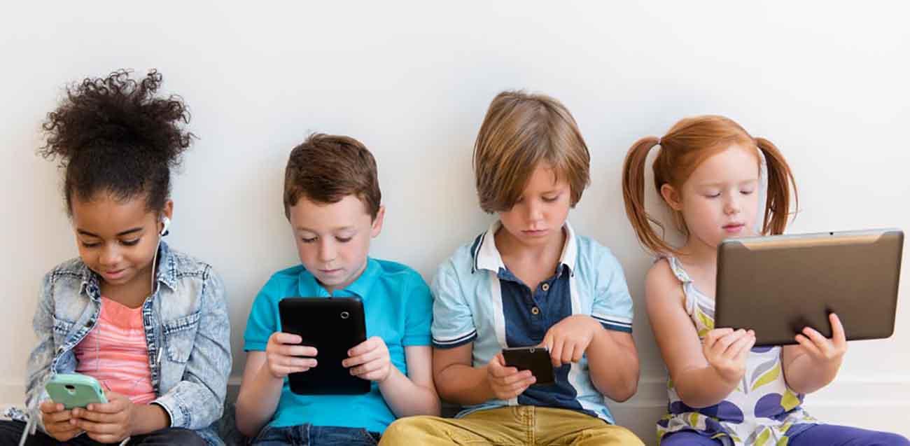 Bambini e smartphone, amore che supera i videogiochi