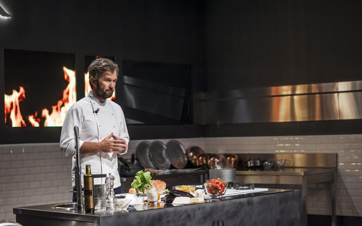 Carlo Cracco torna giudice su Sky Uno in Hell's Kitchen Italia