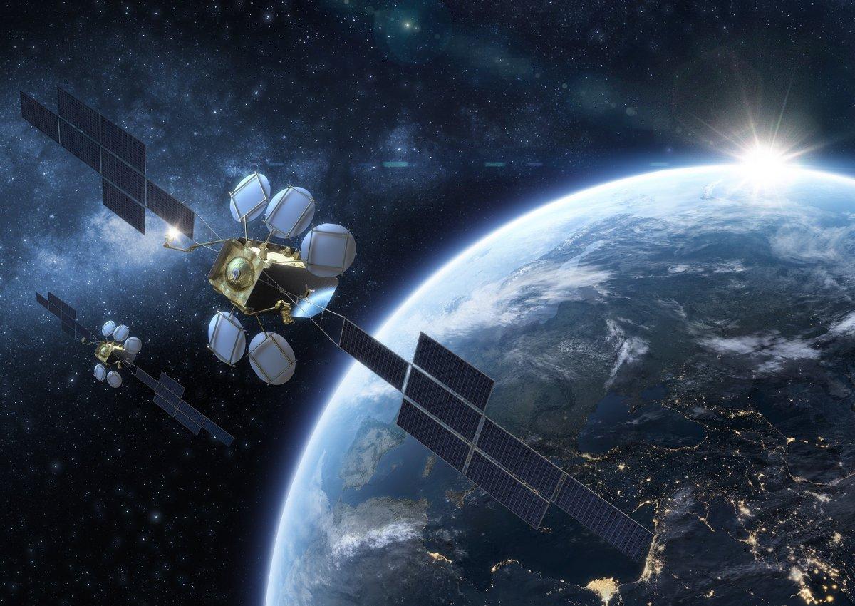 Eutelsat commissiona satelliti elettrici sostitutivi per HOTBIRD 13° Est