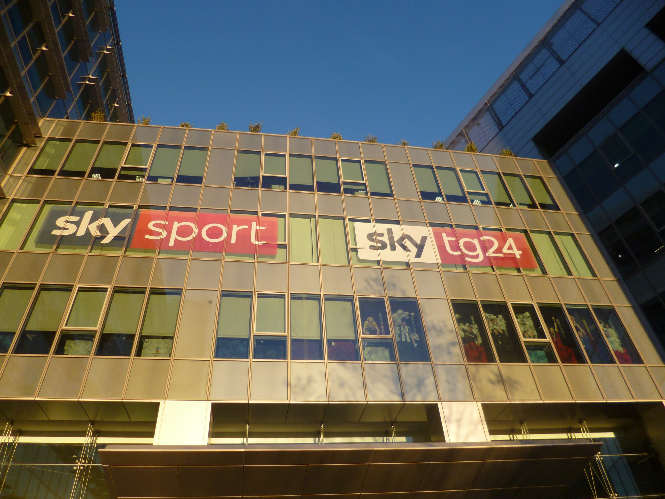Nuova configurazione Area 100 Sky, da oggi visibili i canali Mediaset