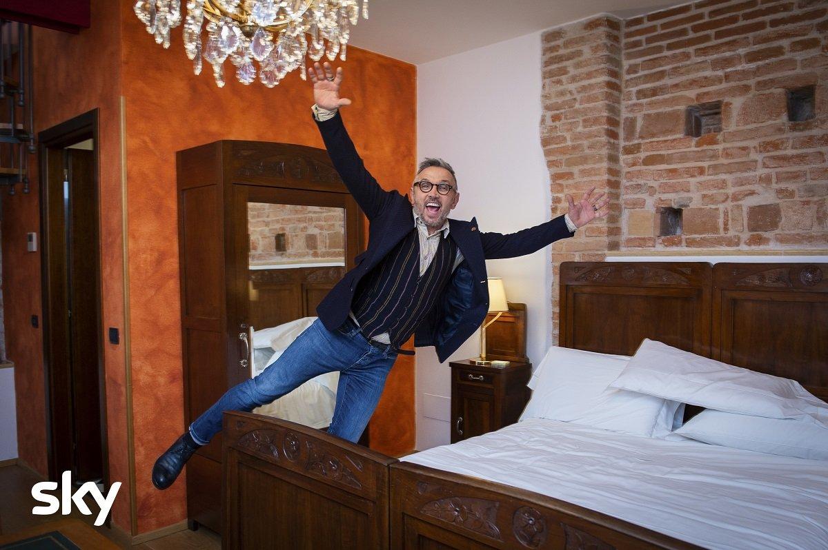 Bruno Barbieri torna su Sky Uno a giudicare la nuova stagione di 4 Hotel