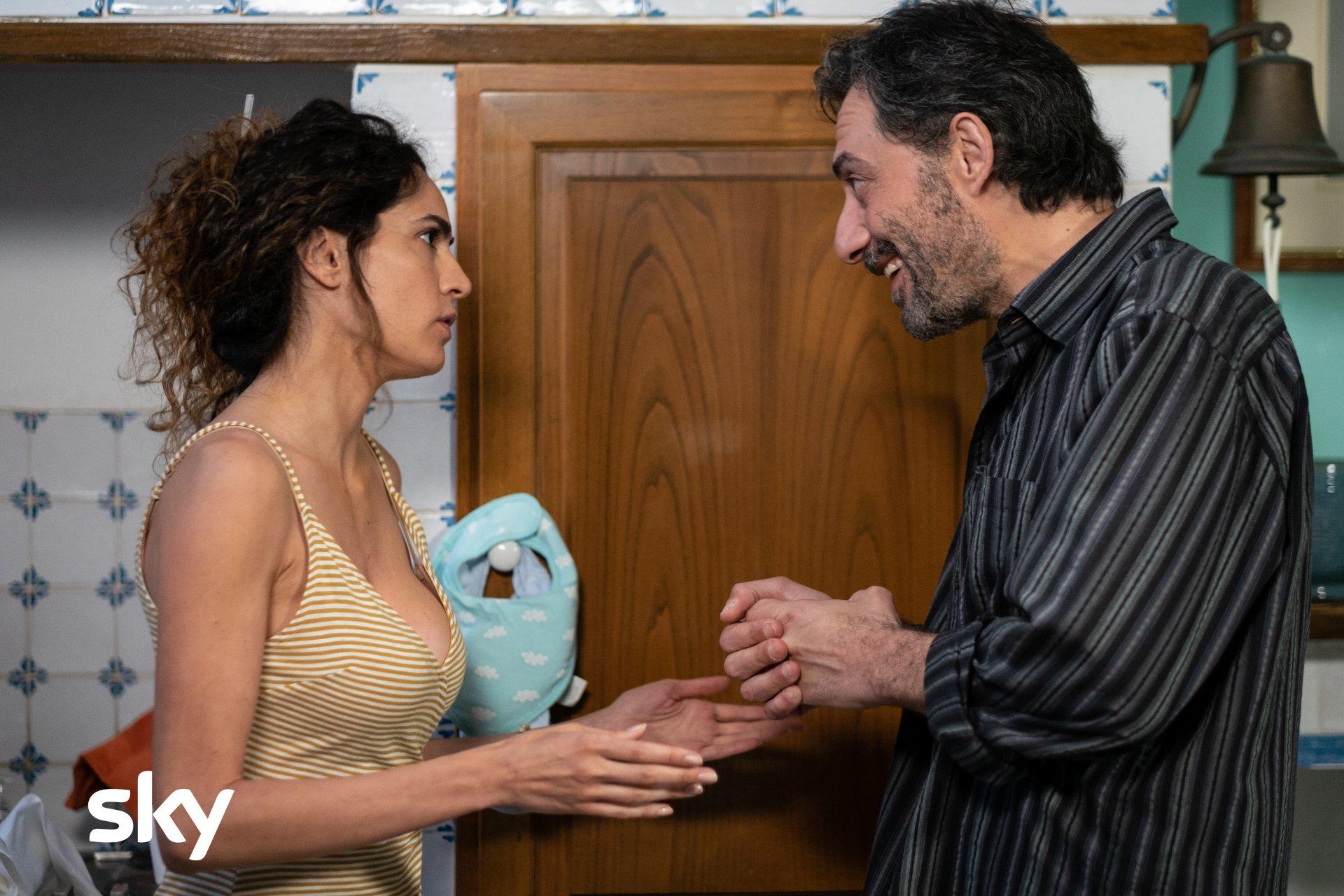 I Delitti Del BarLume, stasera su Sky Cinema il «Ritorno a Pineta»