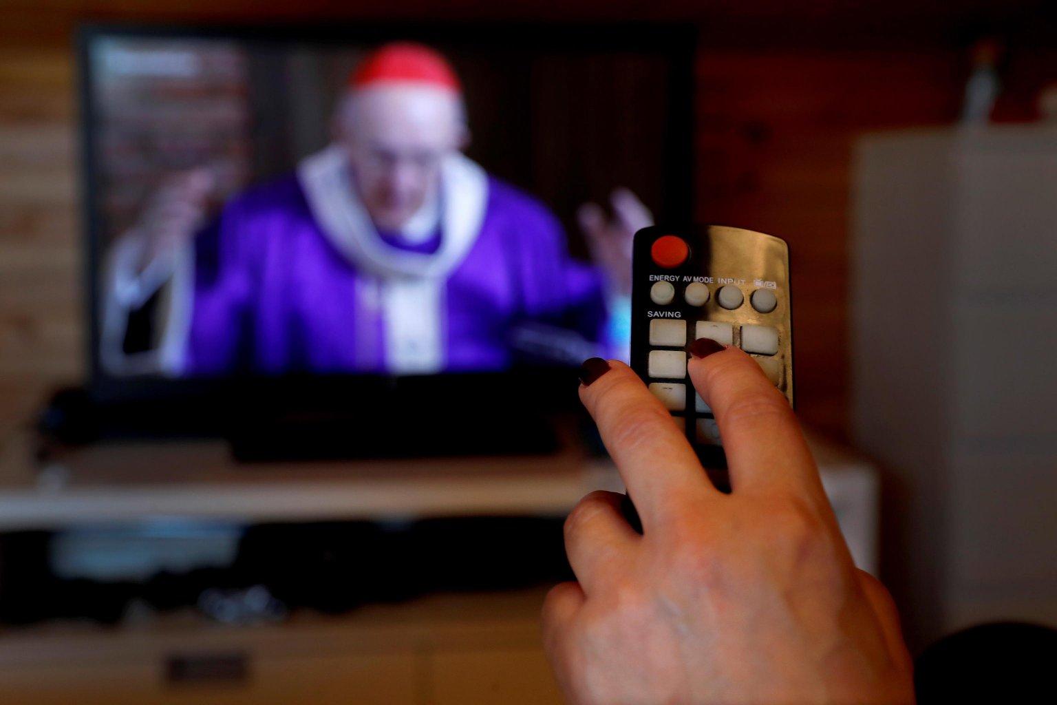 Coronavirus, gli italiani con la tv sempre accesa con oltre 6 ore al giorno