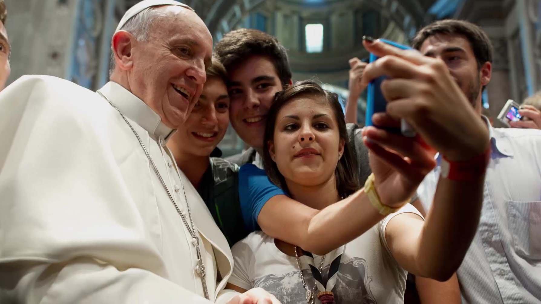 History «Churchbook - Quando la fede si fa social», come cambia la Santa Sede