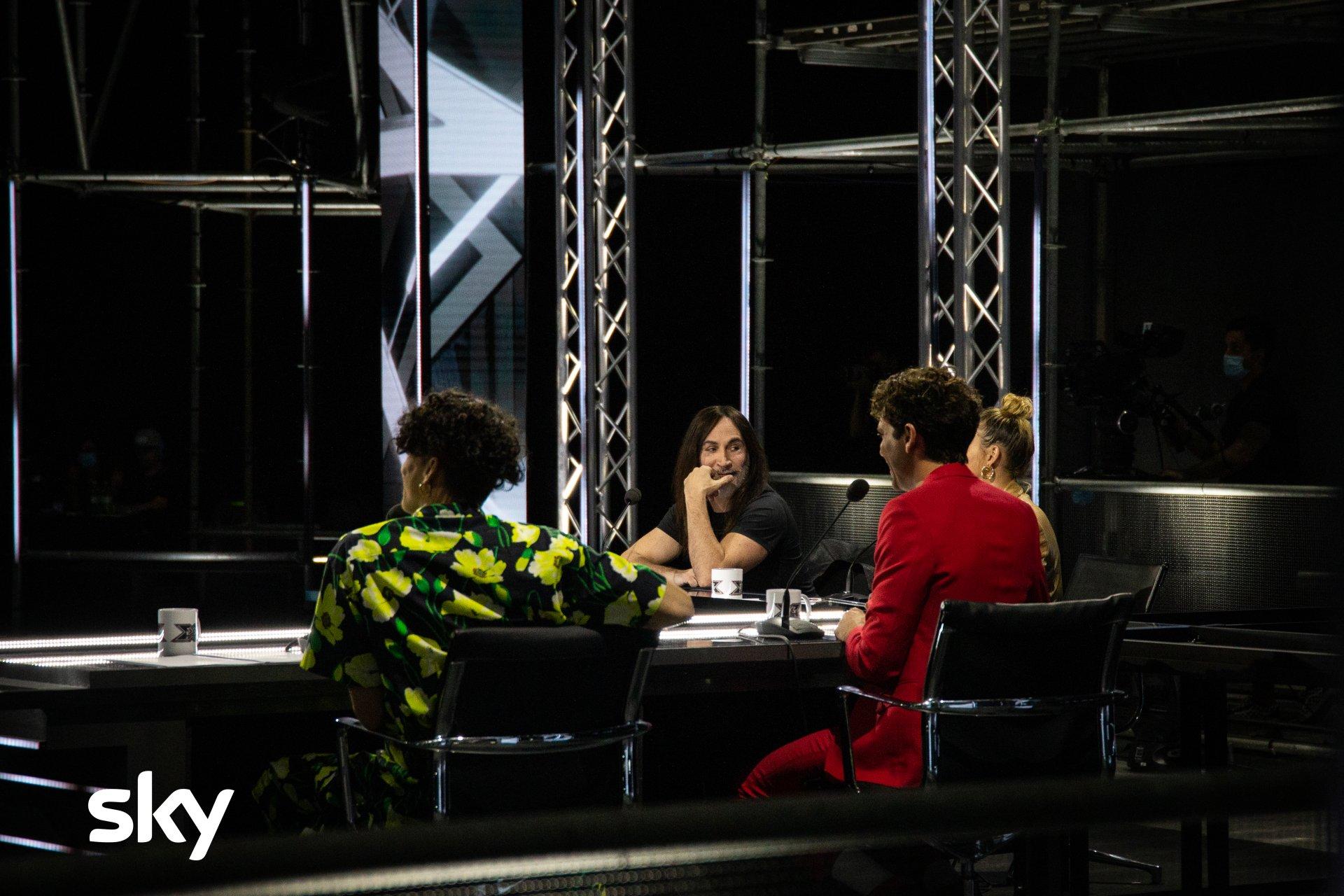 X Factor 2020 - Applausi per la nuova giuria e i ragazzi arrivati alle Audition