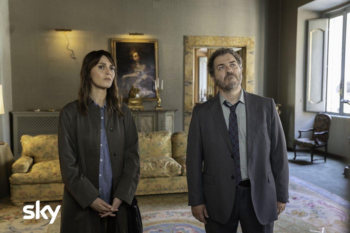 «Petra - Morti Di Carta», Paola Cortellesi su Sky Cinema (in 4K HDR con Sky Q SAT)