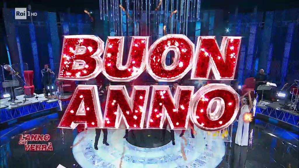 A Capodanno tutti davanti alla tv, Rai1 segna record storico alla mezzanotte