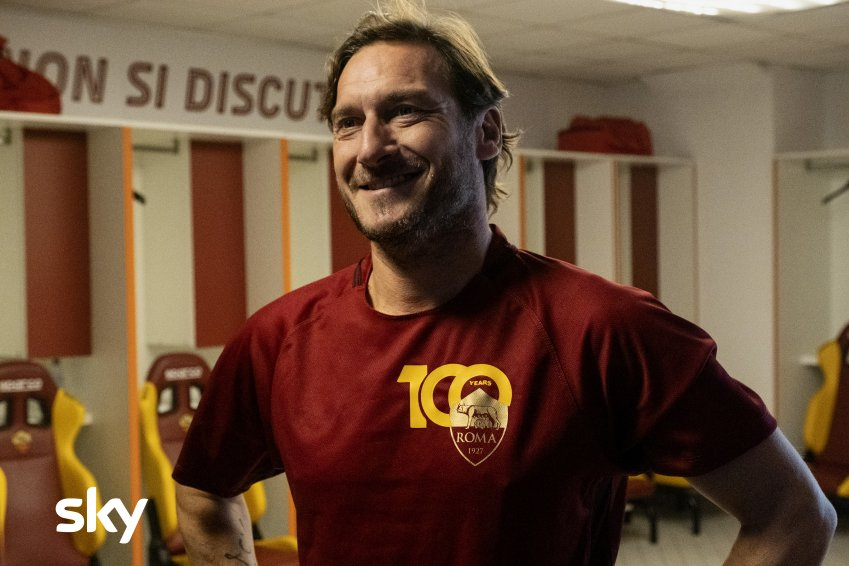 Speravo de mori prima, su Sky e NOW il finale col vero Francesco Totti